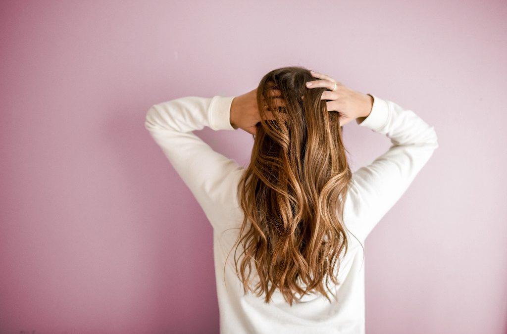 Shampoing bleu : pourquoi et comment le choisir ?