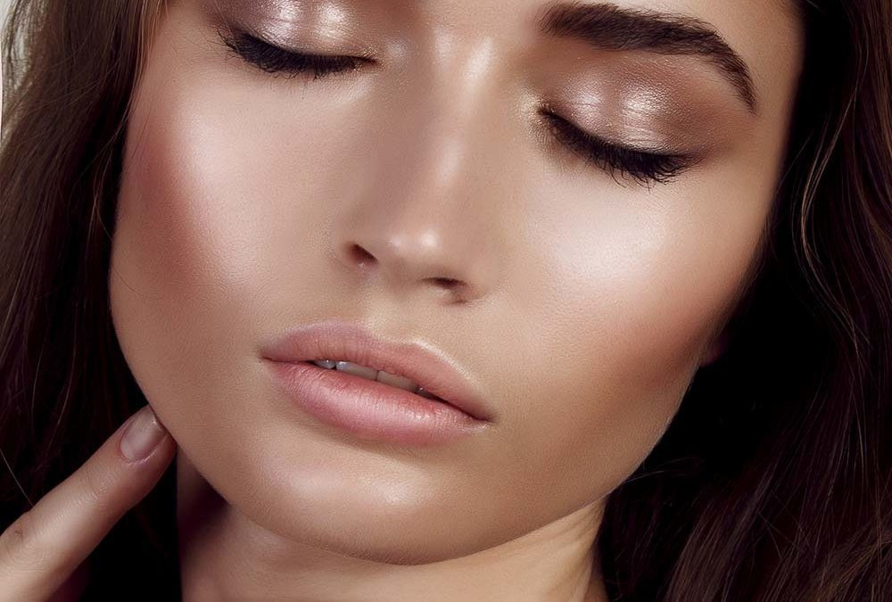 L'highlighter : l'astuce maquillage à adopter