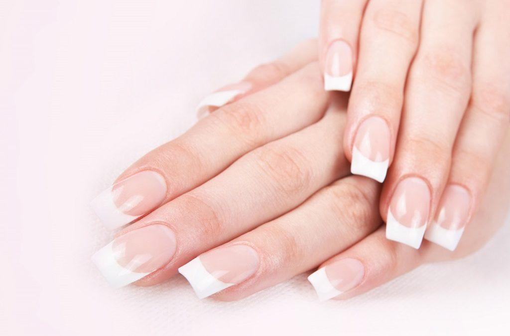 Comment enlever des faux ongles (capsules, gel UV, résine) ?