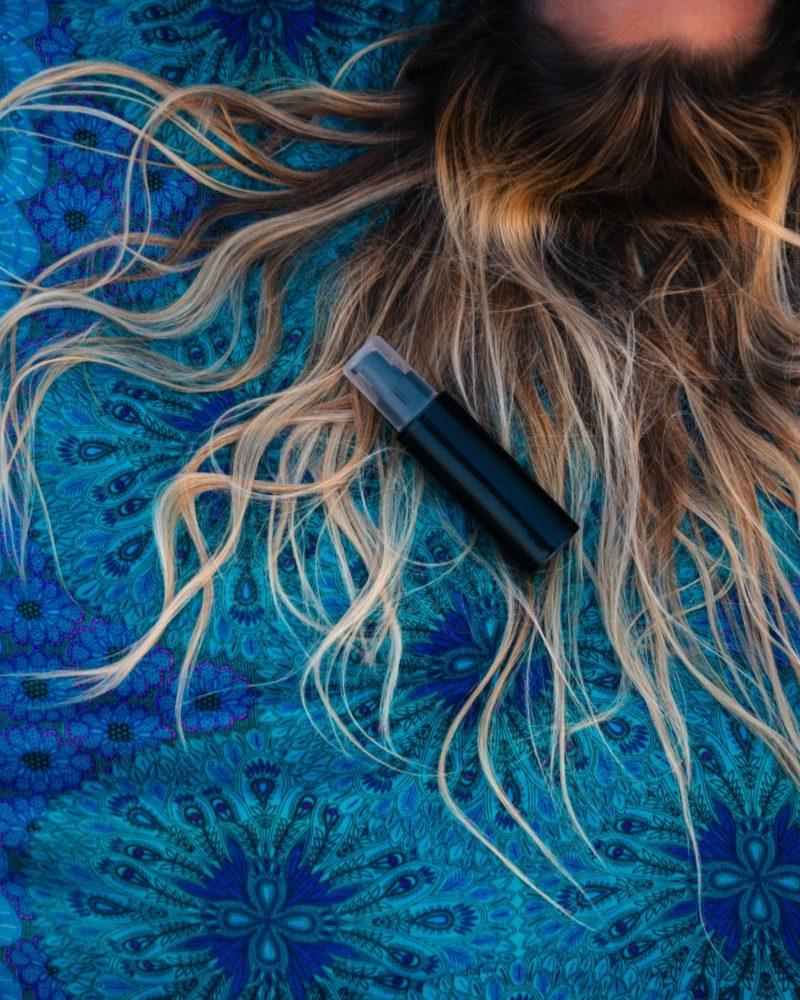 Cheveux cassants : astuces, soins, remèdes de grand-mère