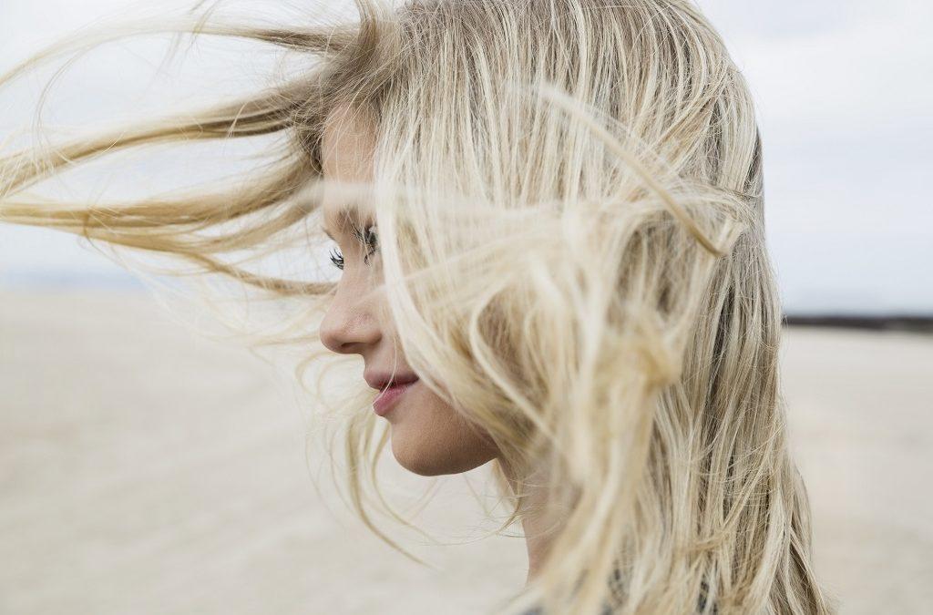 Comment éclaircir ses cheveux : les meilleurs méthodes