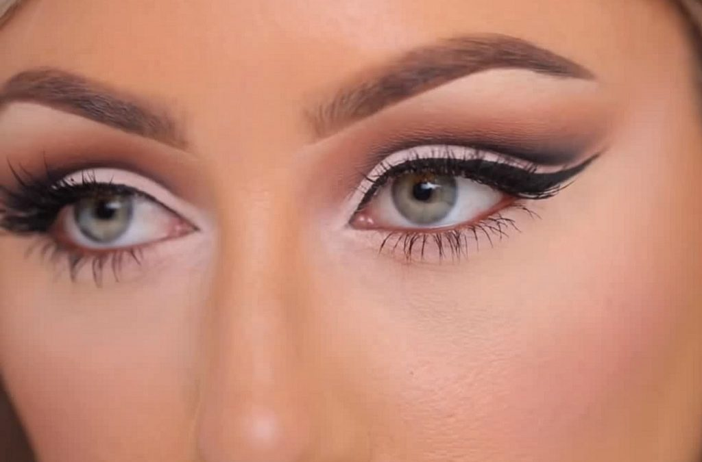 Comment faire un maquillage cut crease?