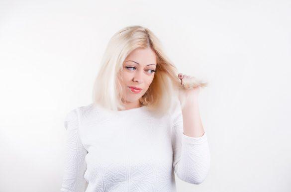 Comment bien utiliser l'eau oxygénée pour décolorer ses cheveux