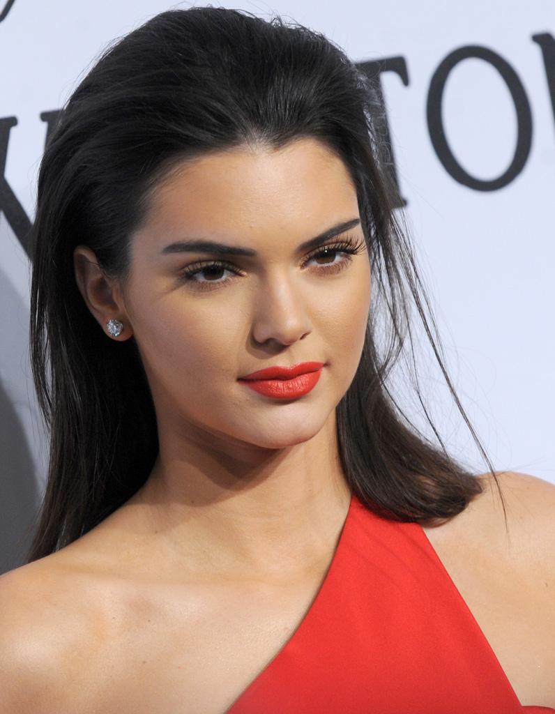 Kendall-Jenner sleek wet