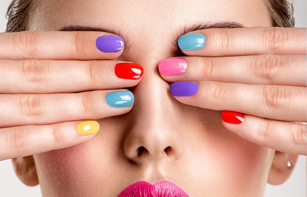 Sur quelle couleur de vernis à ongles craquer cet été?
