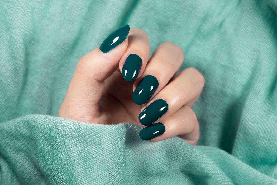 Sur quelle couleur de vernis à ongles craquer cet été ?