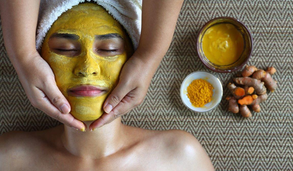 Masque visage au curcuma : avantages, bienfaits et recettes maison