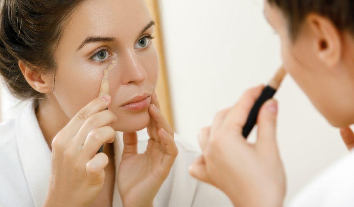 Comment faire disparaître des cernes creux avec du maquillage ?