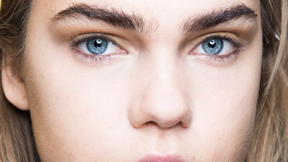 Comment discipliner des sourcils qui rebiquent?