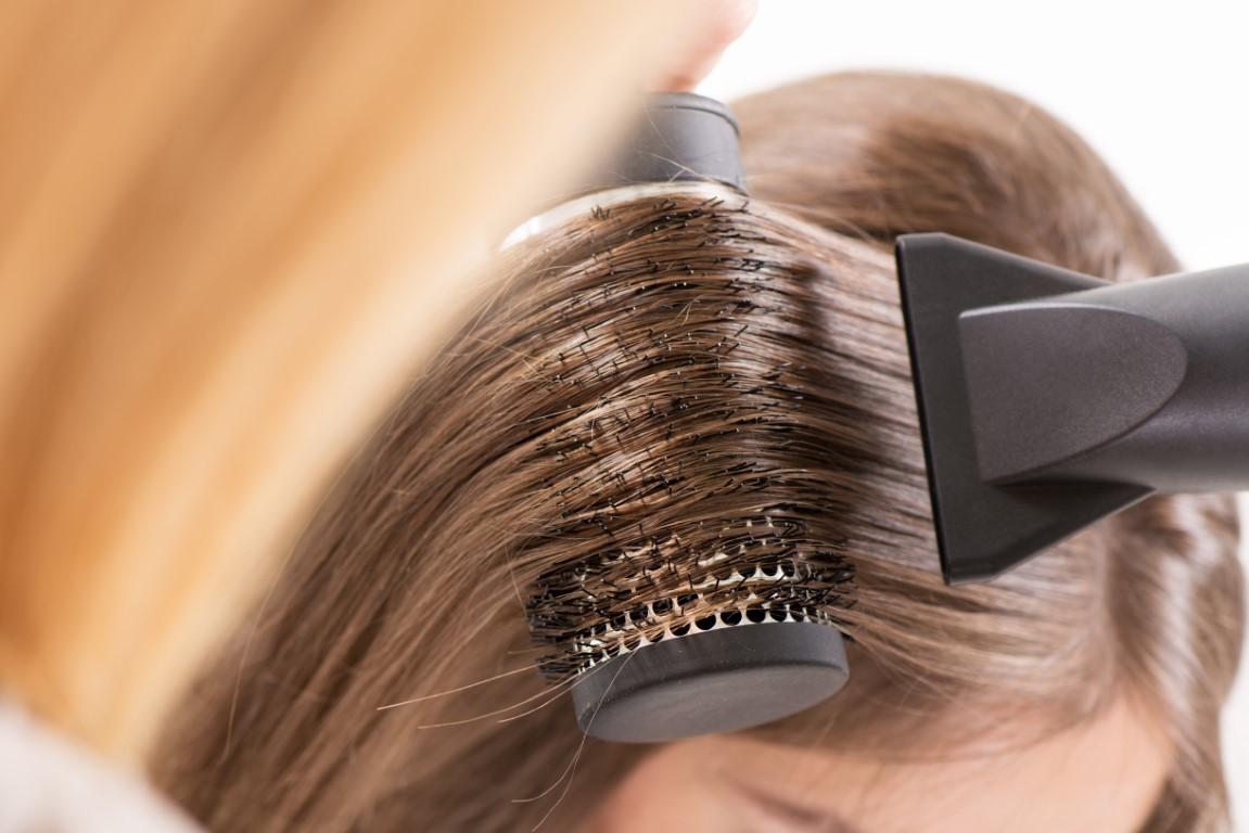 Comment réaliser un brushing avec son sèche-cheveux