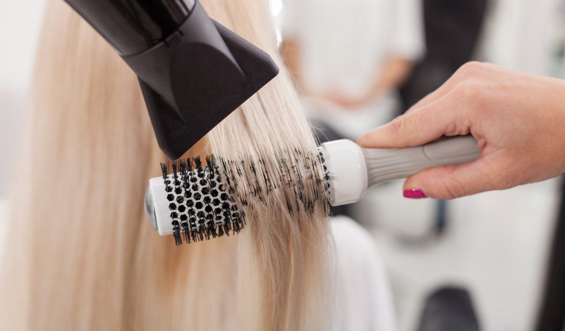 Comment choisir son sèche-cheveux pour brushing ?