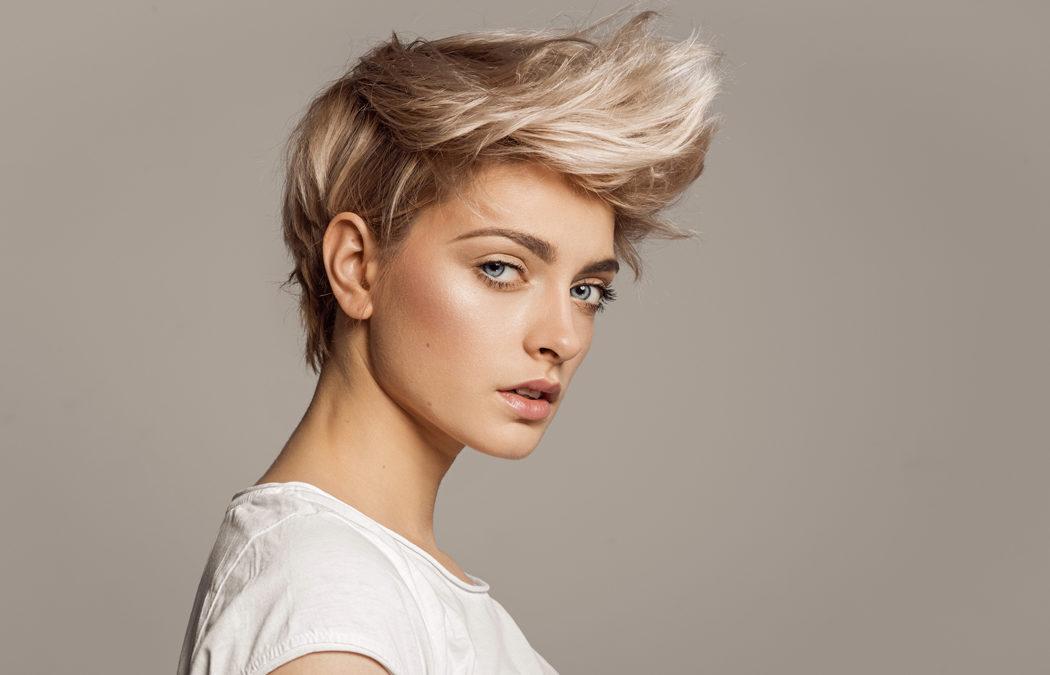 Mèches ou balayage sur cheveux courts : que choisir?