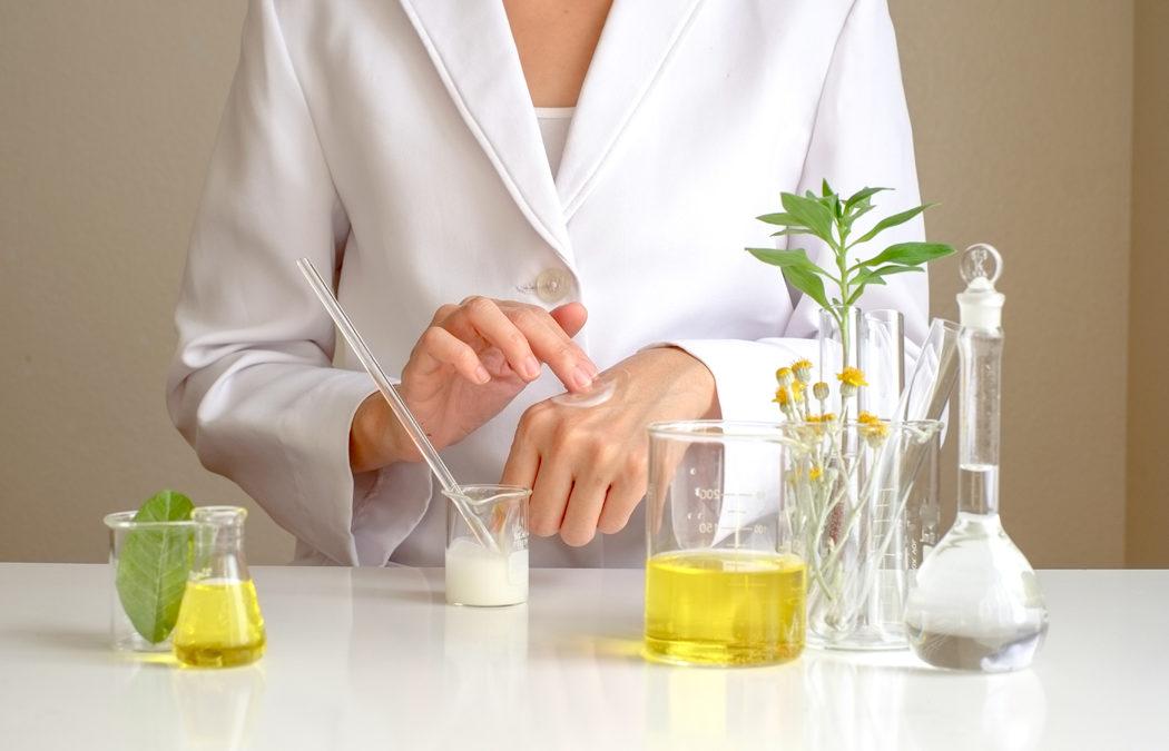 Cosmétiques : la présence de benzyl salicylate est-elle dangereuse?