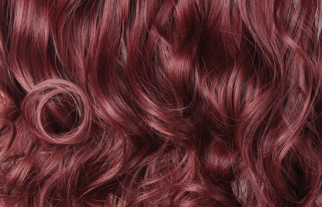 Couleur acajou : pour quel type de cheveux et comment la faire?