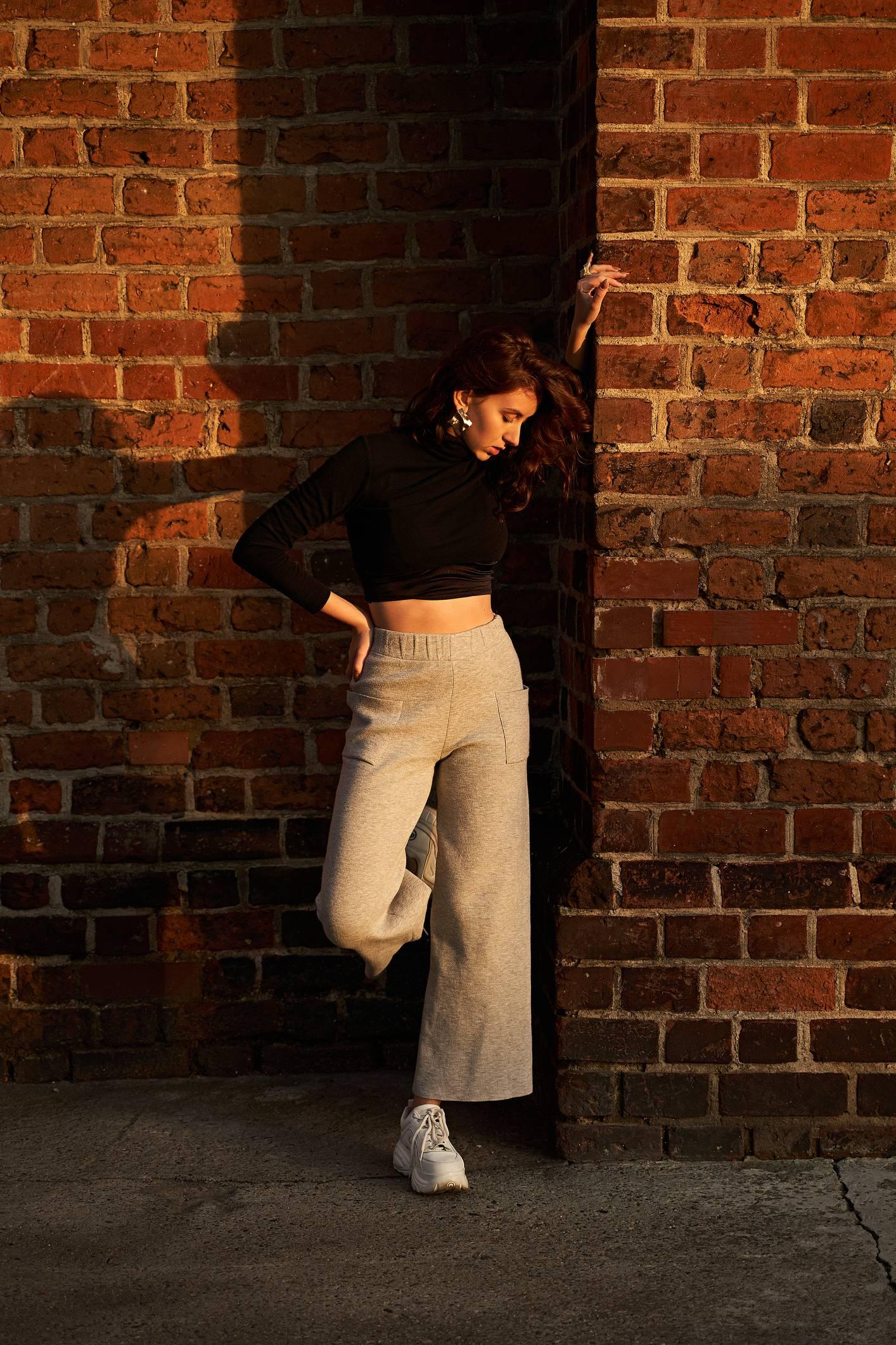 Comment porter le pantalon taille haute avec élégance ?