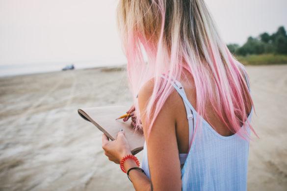 Cheveux roses pour qui et comment obtenir cette coloration