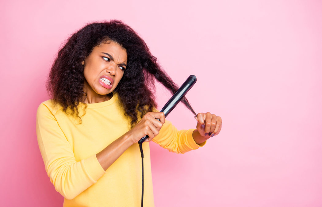 Comment lisser des cheveux crépus? La routine beauté