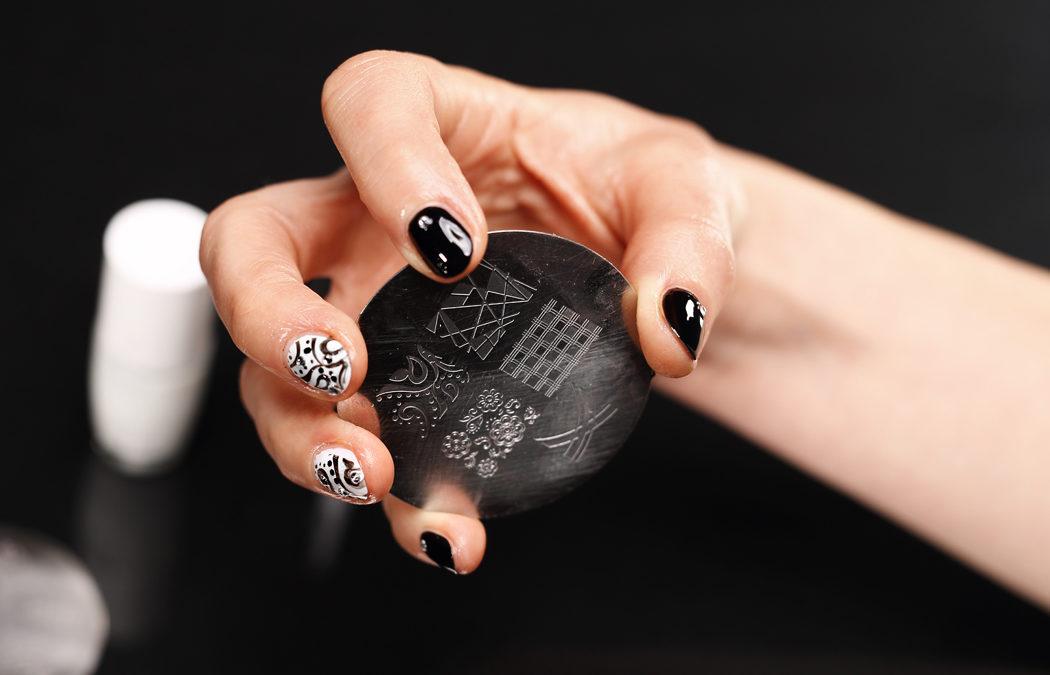 Nail stamping : qu'est-ce que c'est et comment le réaliser?