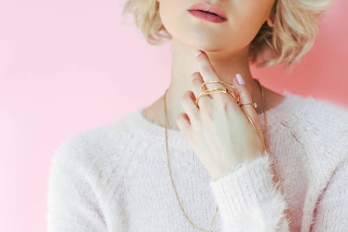 Bijoux : comment créer un look classique chic ?