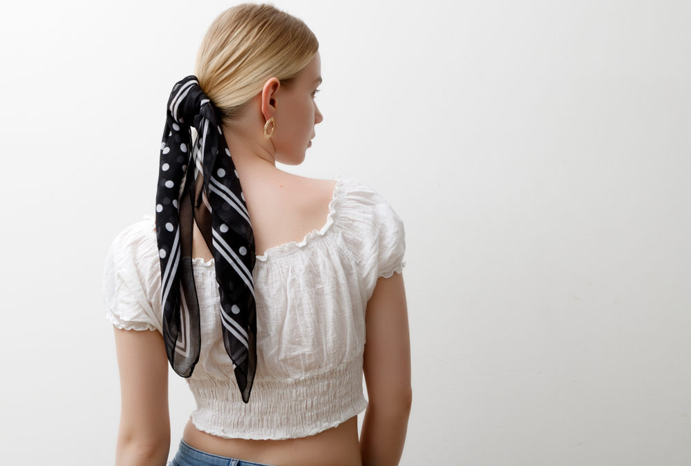 Foulard cheveux : 10 façons de le porter
