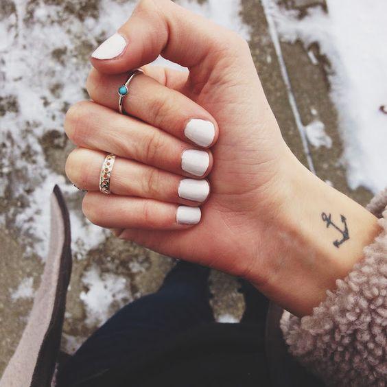 tatouage poignet femme